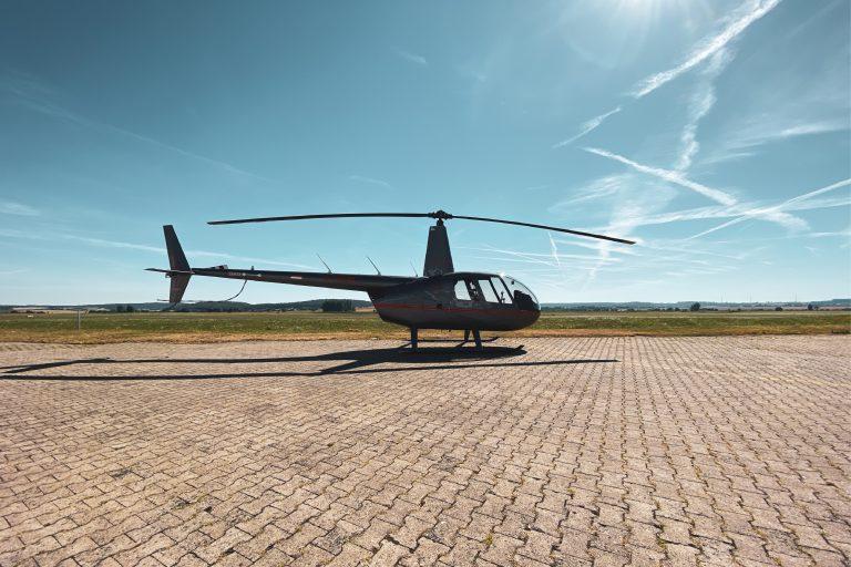 Hubschrauber kurz vor dem Start eines Rundflugs